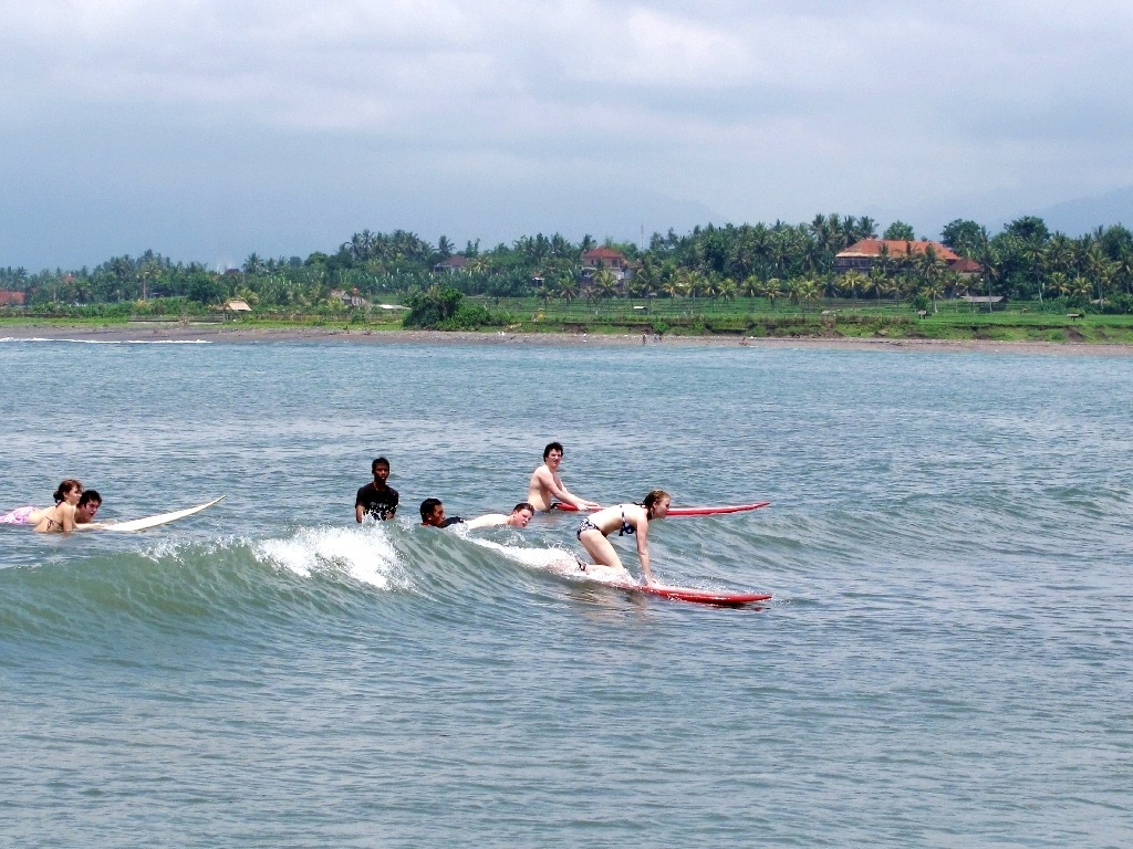 Surfing lesson in Dajuma