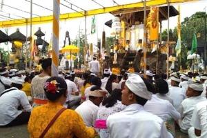 RELIGIOUS CEREMONY AT RAMBUT SIWI TEMPLE Puri Dajuma, Beach Eco-Resort & Spa, West Bali