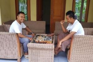 PLAYING CHESS Puri Dajuma, Beach Eco-Resort & Spa, West Bali