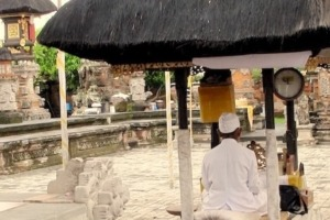 Ceremony at Rambut Siwi temple