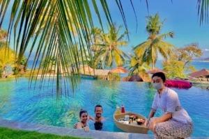 Floating breakfast at Dajuma
