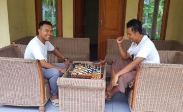 PLAYING CHESS Puri Dajuma, Beach Eco-Resort & Spa, West Bali